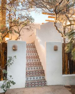 outdoor-morroco-staircase-design