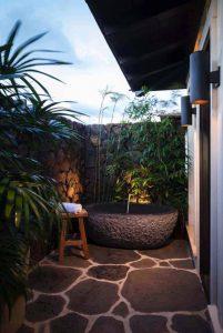 outdoor-stone-bathtub-ideas