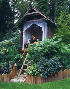 outdoor-treehouse-for-kids-reading-nook
