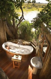 relaxing-outdoor-tub-ideas-like-a-holiday