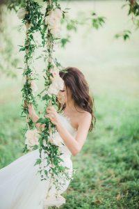 romantic-wedding-tree-swing-design