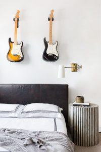 simple-diy-guitar-display-in-bedroom