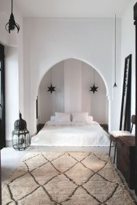 simple-white-moroccan-bedrooms
