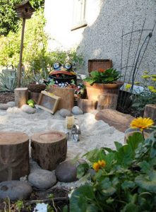 small-backyard-landscape-with-sandbox-play