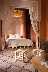 stylish-marrakech-bedroom-design-with-canopy