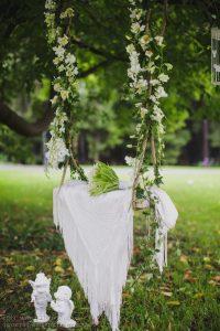 stylish-white-floral-swing-decor-for-wedding