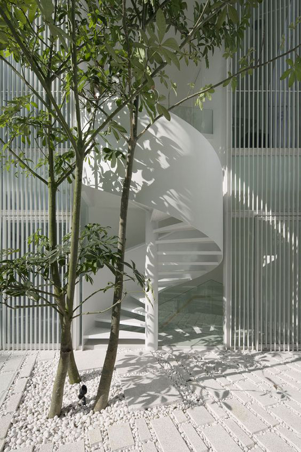 stylish-white-spiral-staircase-design-for-outdoor