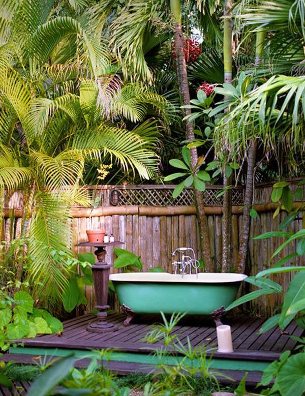 tropical-style-outdoor-bathtub-design