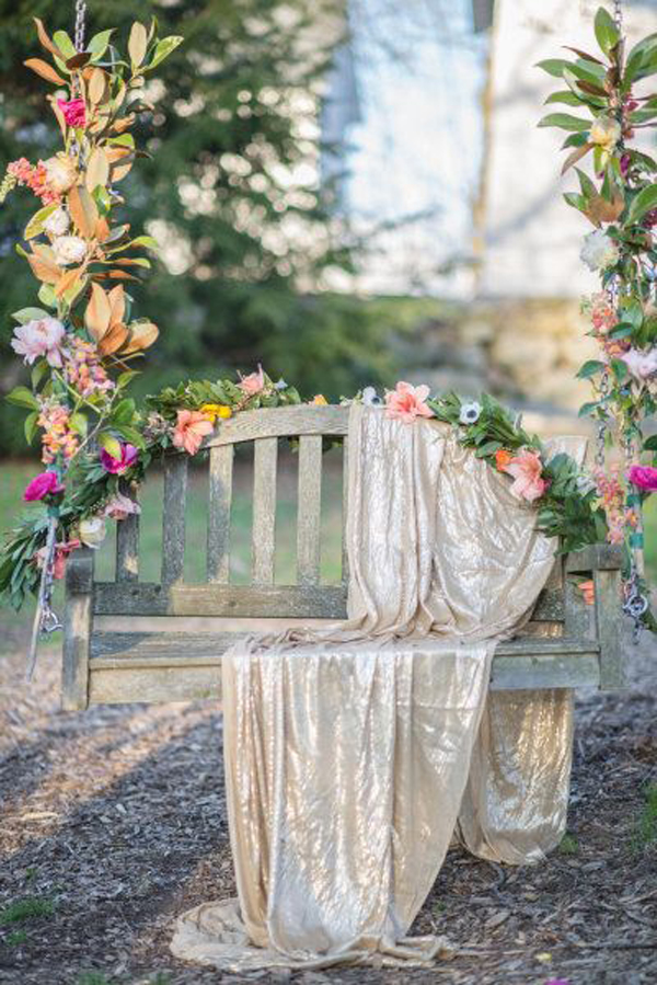 vintage-floral-tree-swing-chairs-for-wedding