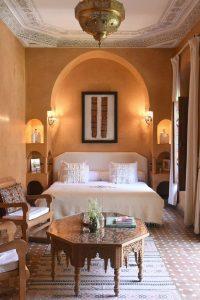 warm-and-cozy-moroccan-bedroom-light