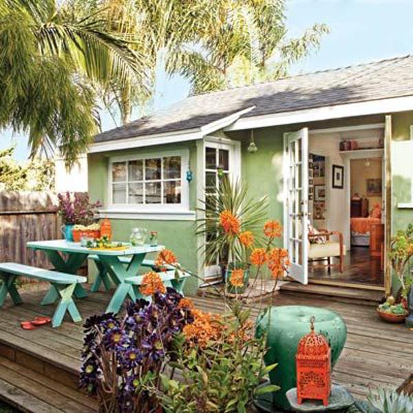 backyard-deck-with-outdoor-dinner