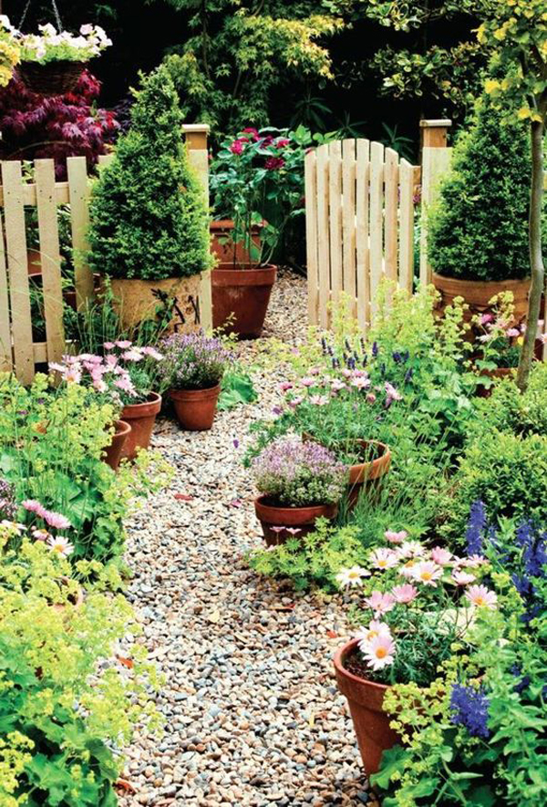 beautiful-small-garden-with-gravel-path