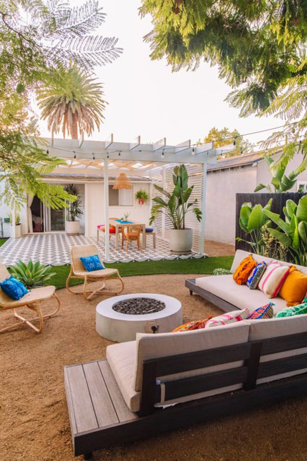 california-backyard-ideas-with-colorful-pillow