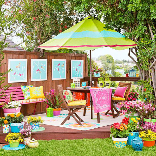 colorful-small-backyard-ideas-with-outdoor-dining-space