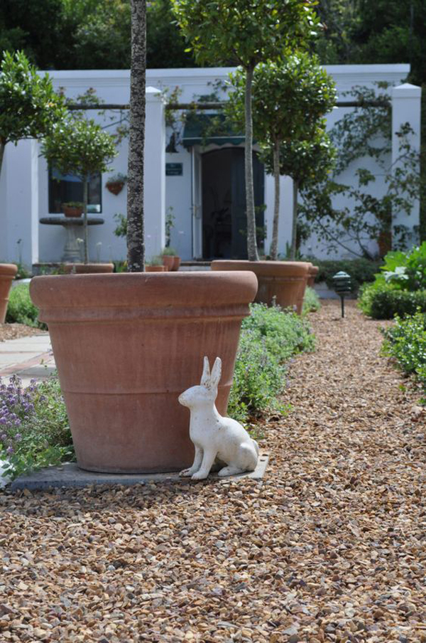 country-gravel-garden-decoration