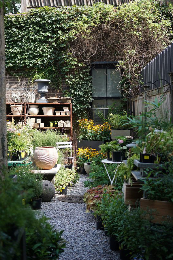 cozy-backyard-garden-with-gravel-path