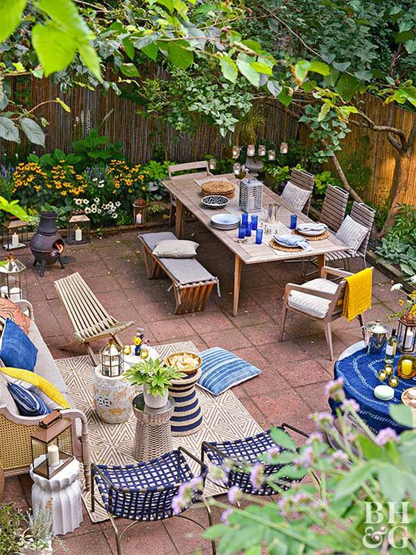 cozy-backyard-retreat-with-blue-accents