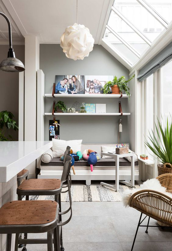 cozy-family-room-with-natural-lighting-ideas