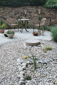 diy-gravel-landscaping-for-backyard-lounge