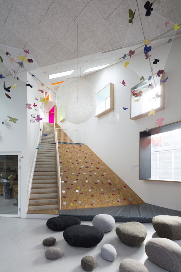 indoor-climbing-wall-in-staircase