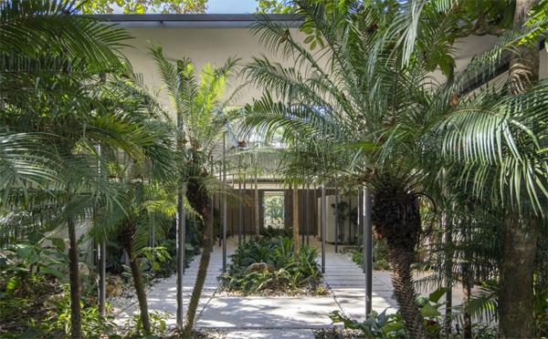 indoor-outdoor-jungle-garden-decor