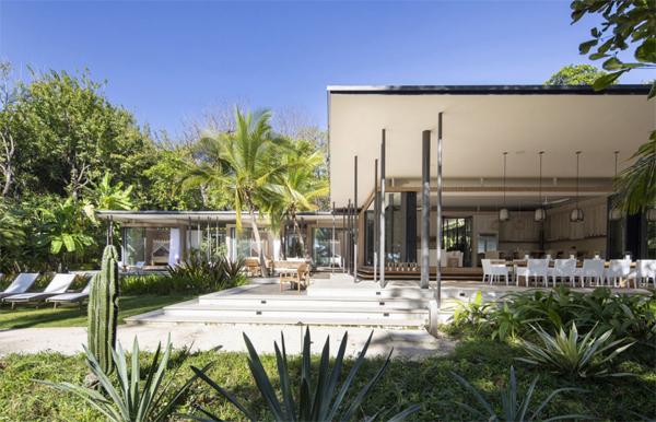 luxury-beachfront-house-design