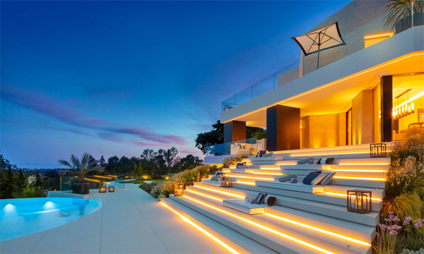 modern-poolside-seating-areas-with-led-light