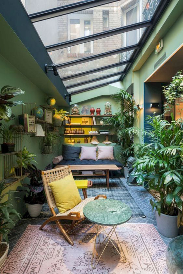 nature-inspired-sunroom-design-with-skylight