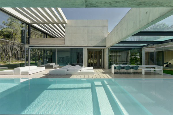 outdoor-lounge-poolside-furniture