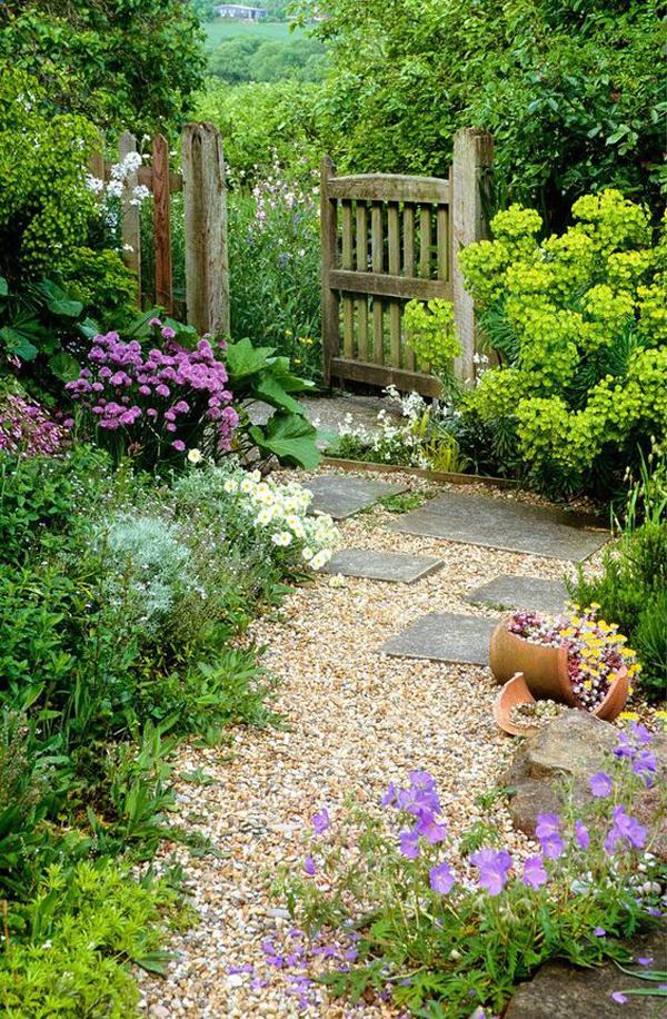 rustic-diy-backyard-garden-with-gravel-path