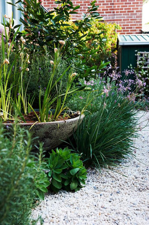 tiny-gravel-landscaping-design