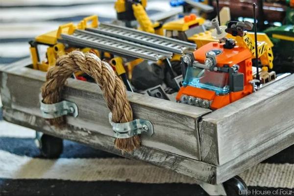 wood-diy-lego-rolling-tray