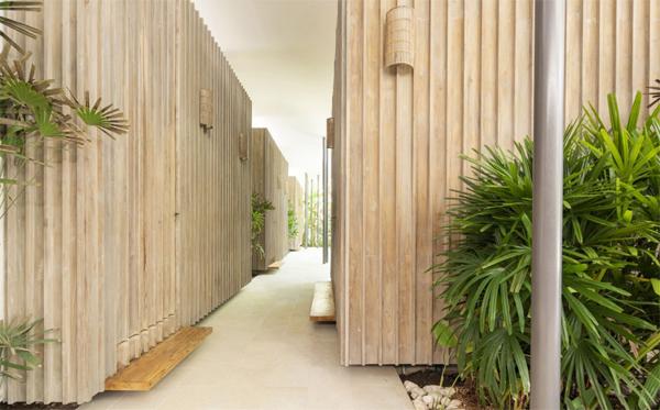 wood-hallway-with-beach-style