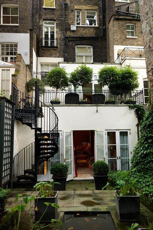 backyard-city-garden-with-spiral-staircases