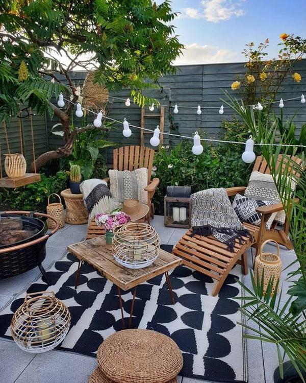backyard-lounge-garden-with-rug-ideas