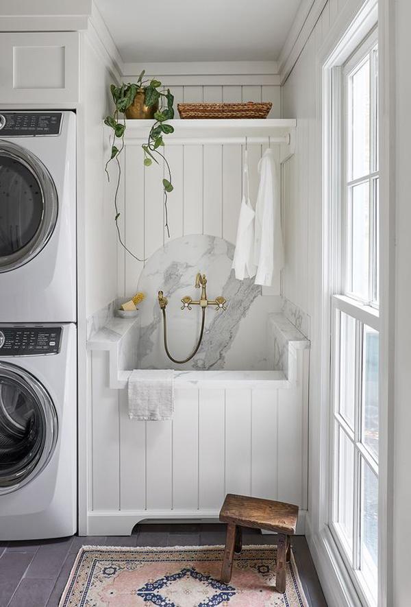 beautiful-small-laundry-with-dog-wash-station