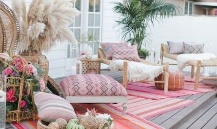 bohemian-outdoor-lounge-with-colorful-rugs