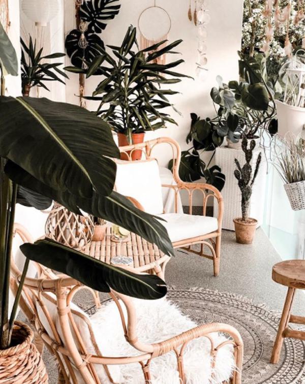 boho-balcony-garden-with-rattan-furniture