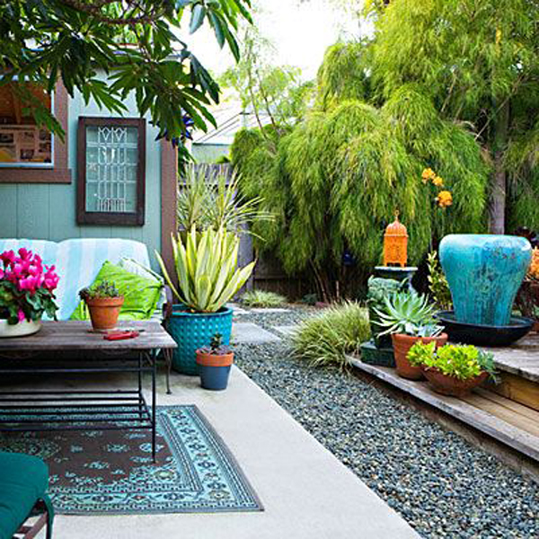 chic-backyard-ideas-with-outdoor-rug