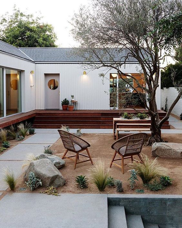 courtyard-desert-landscapes-with-seating-area