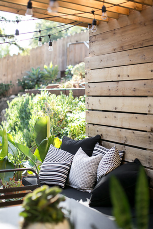cozy-modern-patios-deck-with-jungle-landscapes