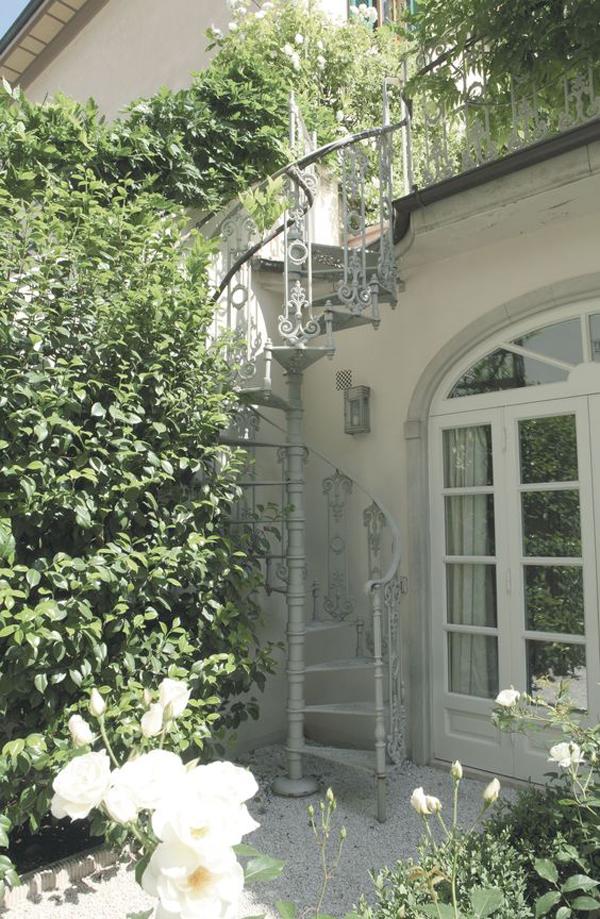 farmhouse-style-garden-with-spiral-staircase
