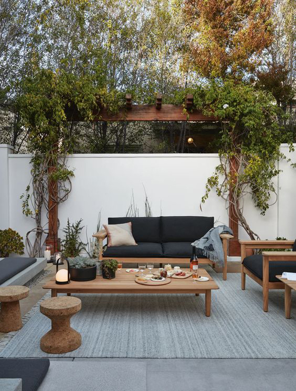 modern-outdoor-terrace-with-synthetic-rugs