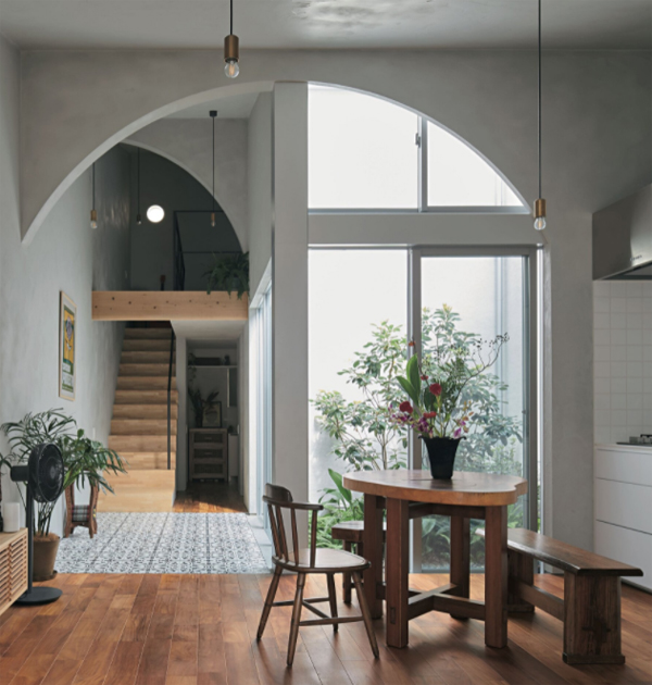 House In Ohasu With Arches By Arbol Design
