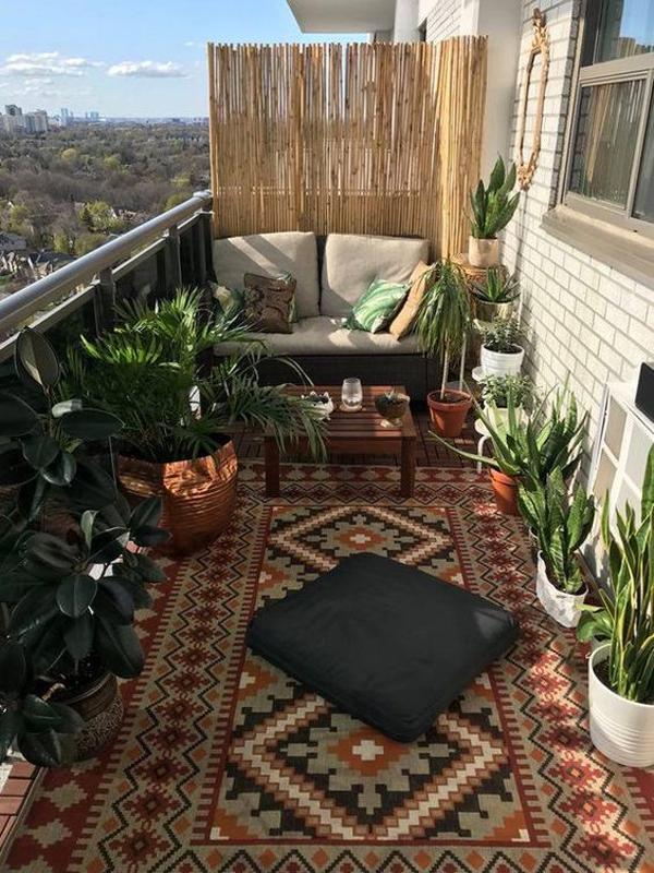 open-boho-balcony-garden