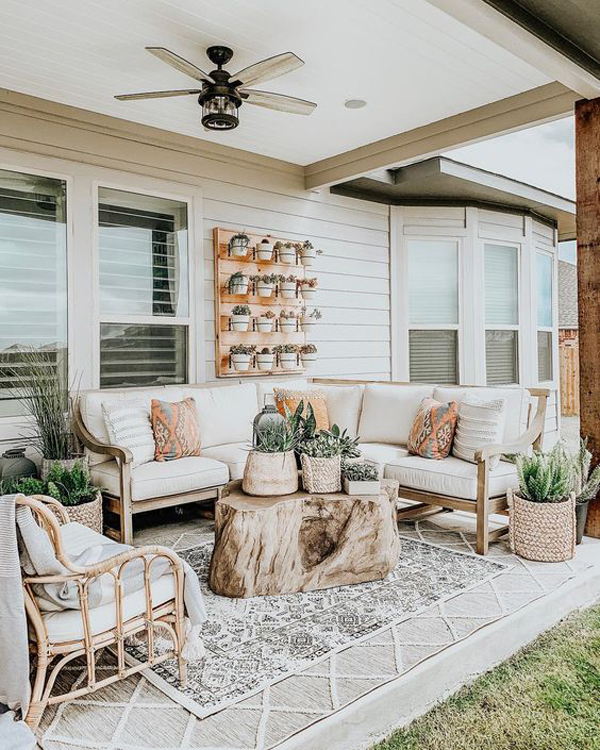 outdoor-coffee-table-with-rugs