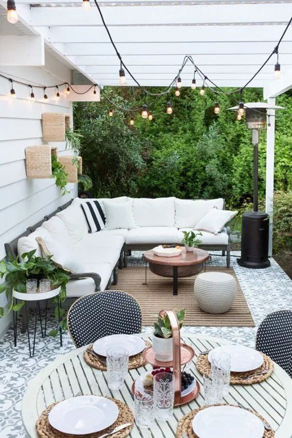 outdoor-living-space-with-simple-rugs