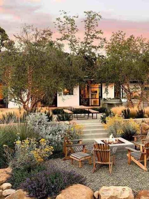 outdoor-patio-design-with-desert-landscaping