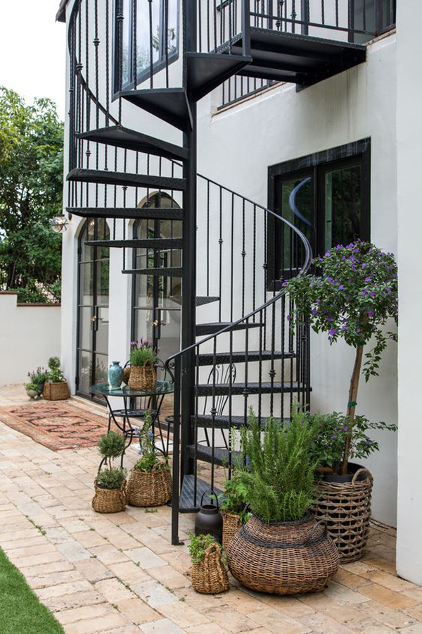 outdoor-spanish-spiral-staircase