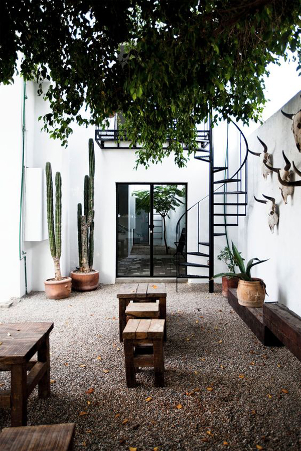 perfect-outdoor-space-with-tiny-spiral-staircase
